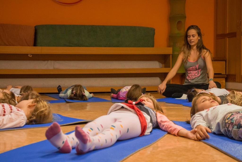 Gyerek gyermek jóga székesfehérváron Szűcs Dorina Jógaoktatóval  Gyöngyvirág Óvoda